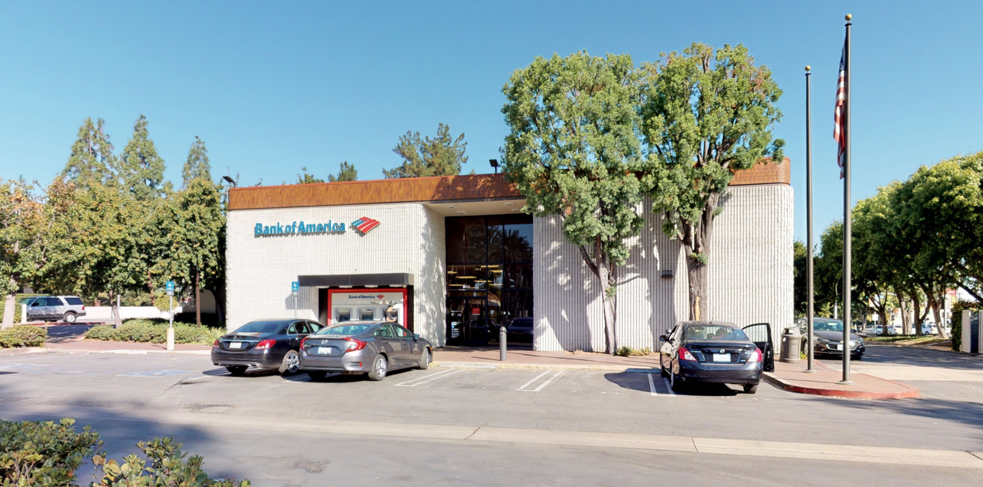 Bank of America financial center with walk-up ATM | 5959 Canoga Ave, Woodland Hills, CA 91367