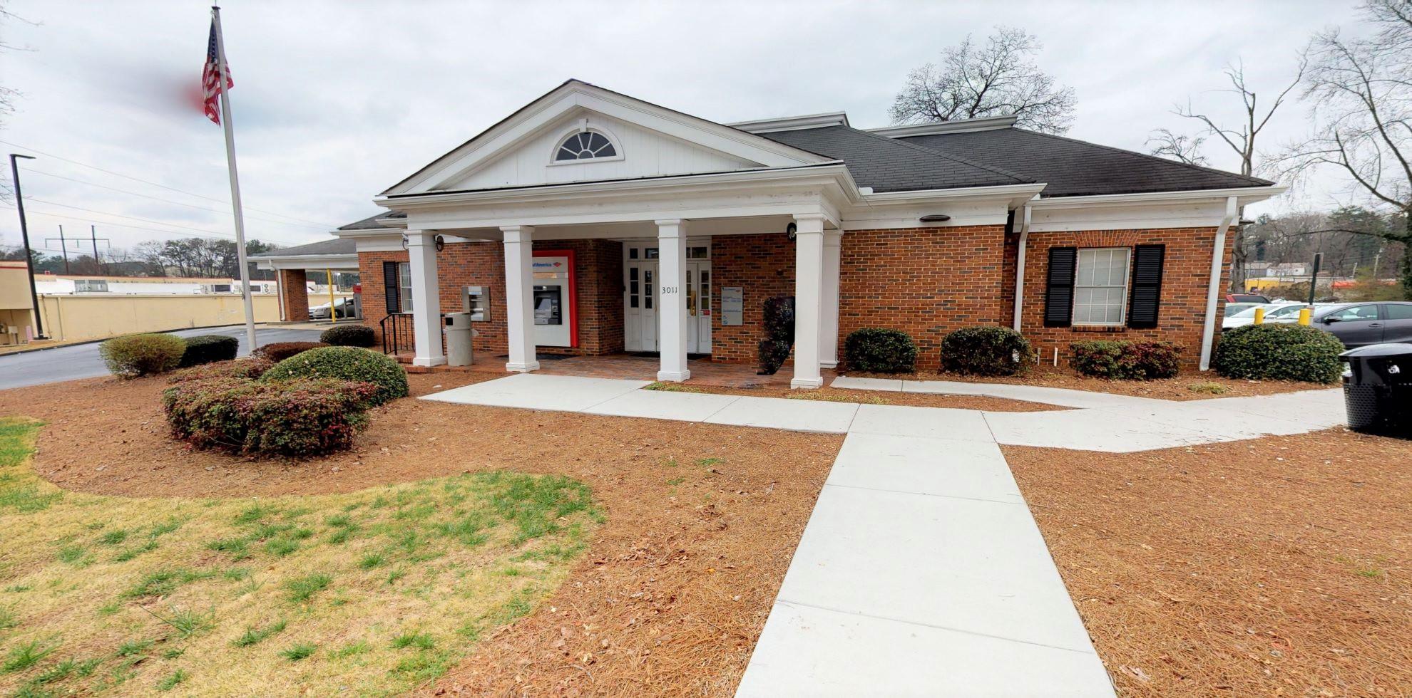 Bank of America financial center with drive-thru ATM and teller | 3011 Headland Dr SW, Atlanta, GA 30311