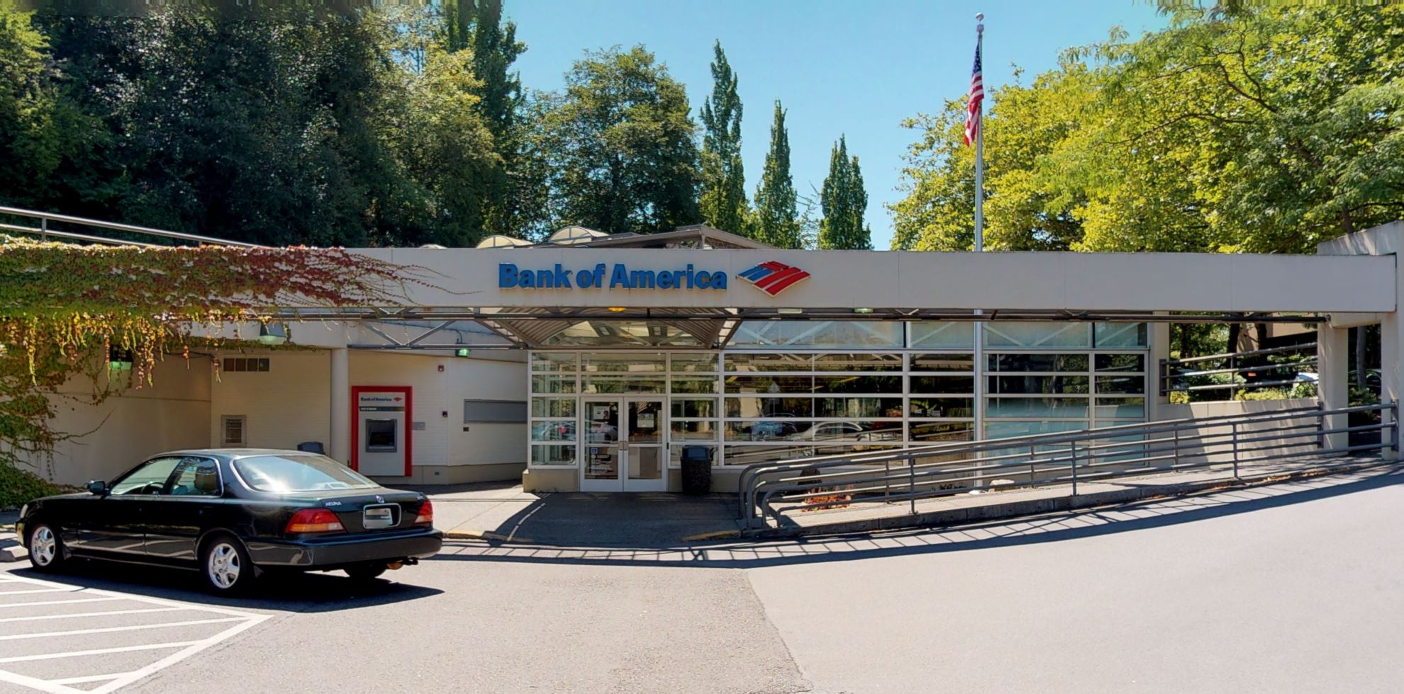 Bank of America financial center with drive-thru ATM | 2830 80th Ave SE, Mercer Island, WA 98040