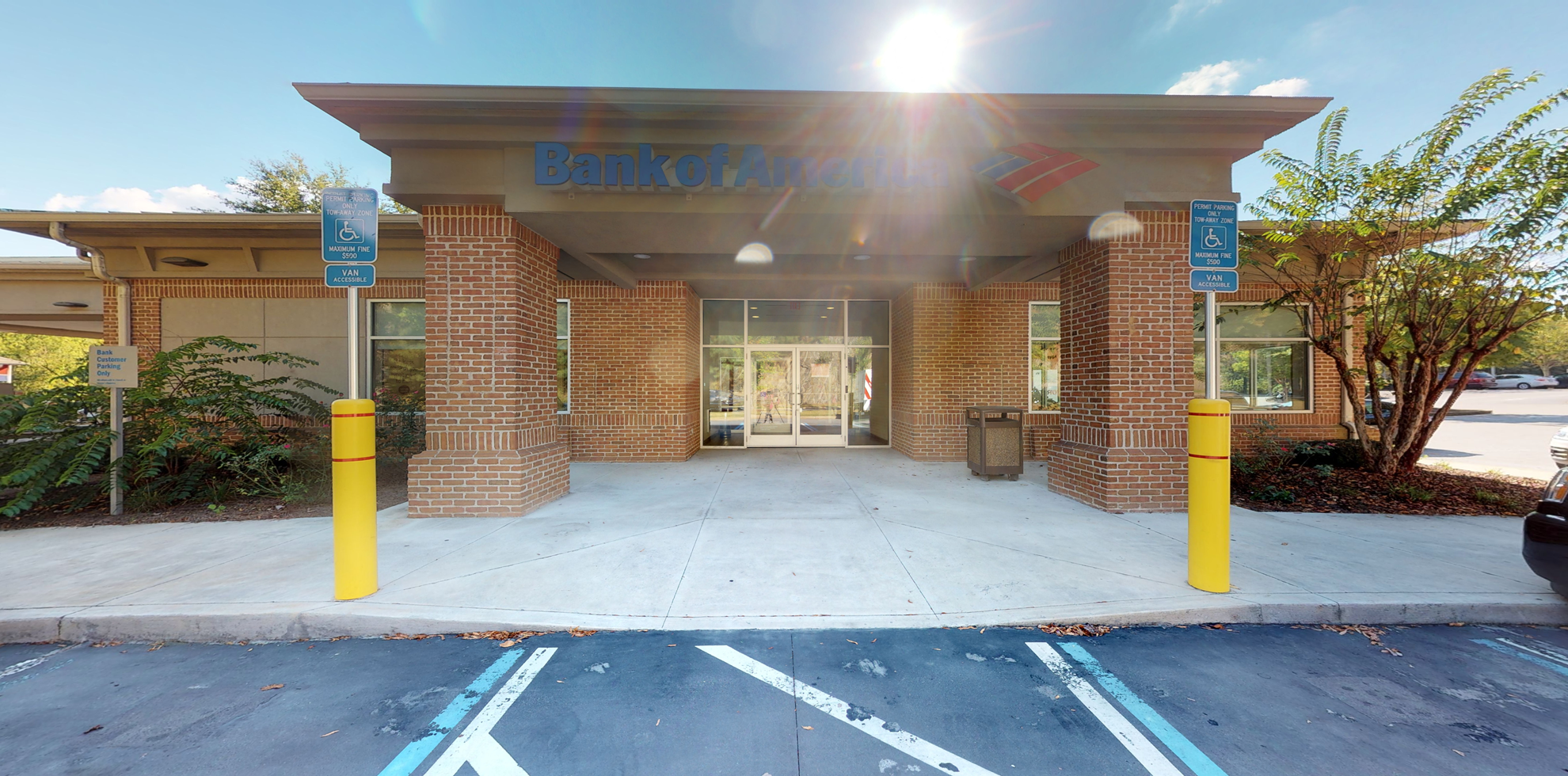 Bank of America financial center with drive-thru ATM | 1550 Towne Lake Pkwy, Woodstock, GA 30189